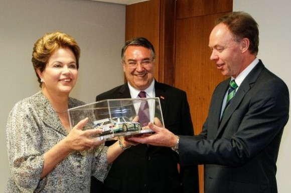 Ian Robertson, Member of the Board of Management of BMW AG, Sales and Marketing BMW (right), presents a BMW Art Car model to the Brazilian President Dilma Rousseff (left) on the occasion of the announcement of a plan to build a new plant in Brazil (ctr. Raimundo Colombo, Governor of the State of Santa Catarina) (10/2012).