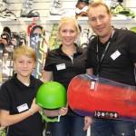 Kauppias Markku Ahonen lastensa Hillan ja Pyryn kanssa.