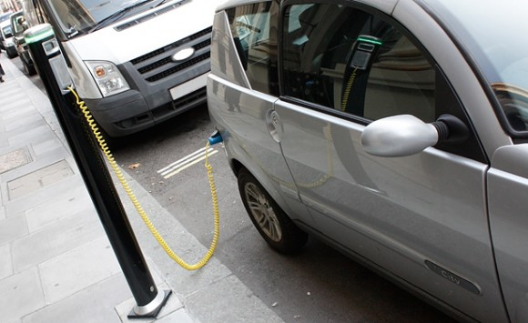 Not a parking meter: Fast-charging stations on the street are still a rare sight.