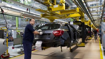 Zusätzliche Schicht für die Montage der neuen A-Klasse im Mercedes-Benz Werk Rastatt: Montage der neuen A-Klasse im Mercedes-Benz Werk Rastatt Fotonummer: 12C834_041 Dateigröße: 1,579 MB Dateigröße, niedrig: 0,023 MB Datum: 16.07.2012