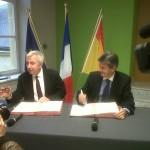 BEI et Région Lorraine : 120 millions d'euros pour la LGV Est M. Jean-Pierre Masseret, Président du Conseil Régional de Lorraine et M. Philippe de Fontaine Vive, Vice-président de la Banque européenne d'investissement Metz 04/12/2012