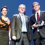 Lutz Hansen (right), vehicle fleet manager at Bayer, was presented with the award by Caroline Thonnon from Fleet Europe and Olivier Bodet from PSA Peugeot Citroën.