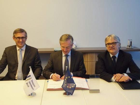 Neue Werkstoffe für Mobilität und Energie – EIB unterstützt Forschungsprojekt der Voestalpine from left to right: Mr Robert Ottel, Member of the board of Voestalpine AG (CFO), Mr Wilhelm Molterer, Vice-President of the EIB and Dr. Wolfgang Eder, CEO Voestalpine AG 30.11.2012