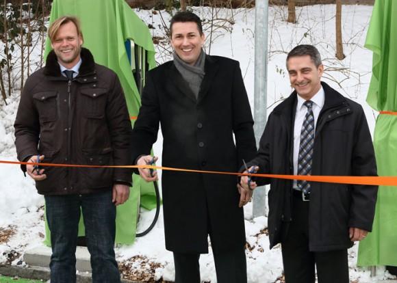 v.l.n.r. Dr. Jörg Beckmann (Geschäftsführer Swiss eMobility und Direktor der Mobilitätsakademie), Hans-Peter Glaus (Eigentümer der Raststätte Kölliken Nord) und Peter Limacher (Geschäftsführer Alpiq InTec Gruppe).