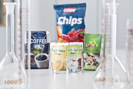 Low migration adhesives for flexible food packagings
