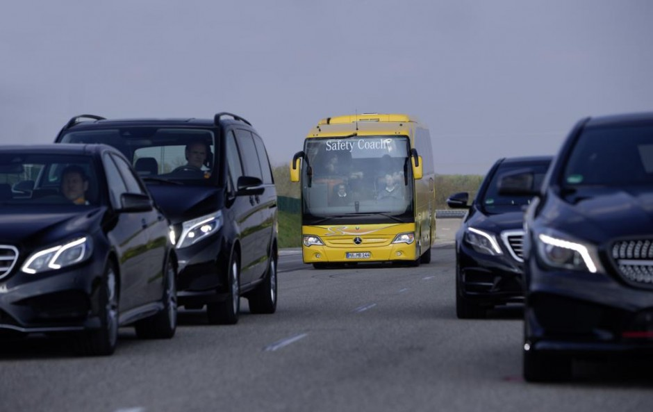 No bus in the world is safer: Active Brake Assist 3 also for stationary obstacles in the Mercedes-Benz Travego touring coach