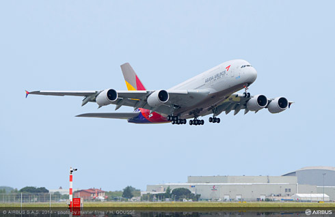 Asiana Airlines takes delivery of its first Airbus A380 (c) Airbus