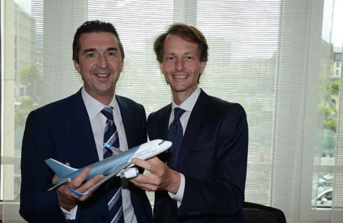 Benoit Defforge, Managing Director Airbus Corporate Jets (left), Andrea Zanetto, CEO Fly Comlux (c) Airbus
