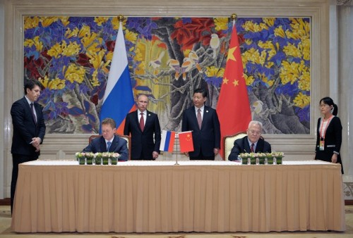 In foreground – Alexey Miller and Zhou Jiping, in background – Vladimir Putin and Xi Jinping. Photo by RIA Novosti