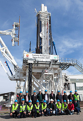 "Factory acceptance of the first ""Innovative Hydraulic Rig"" for China was successfully completed by the customer CNPC in the Schwanau plant on March 18, 2014."