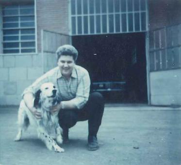 Il fondatore Massimo Marchesini davanti al garage dove è iniziato tutto
