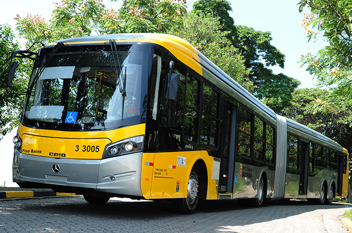 Citybuses like this Mercedes-Benz fitted with a Voith DIWA.5 automatic transmission ensure that the spectators are safely transported to the Brazilian stadiums.