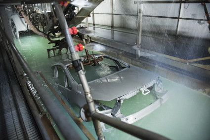 Dip baths used in the automobile industry ensure an even surface coating on the vehicle bodies.