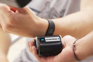 Wearable banking: CaixaBank launched Visa wristband allowing users to make easy payments at merchants using the contactless system