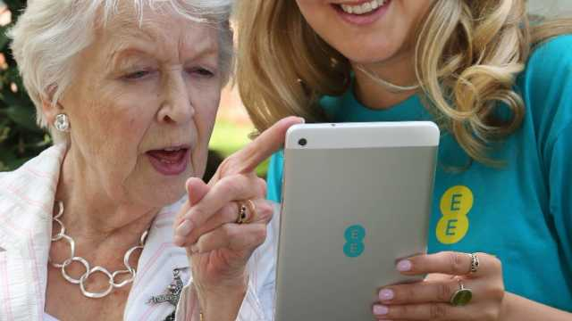 EE survey: Common technology jargon prevents over 65 year olds around the UK from getting online