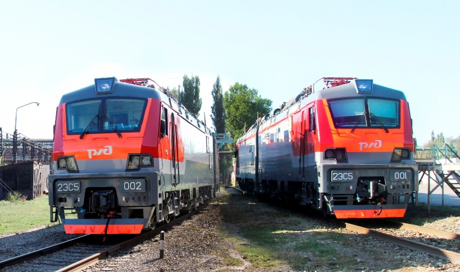 Novocherkassk Electric Locomotive Plant delivered the first two 2ES5 freight electric locomotives `Scythian` to JSC Russian Railways