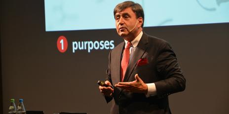 Eric Mazur during the talk which he gave at ETH Zurich. (Photo: ETH Zurich/Andrea Schmits)