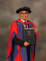 Indonesian UN Ambassador to His Excellency (H. E.) Dr Desra Percaya received honorary doctorate from the University of Birmingham