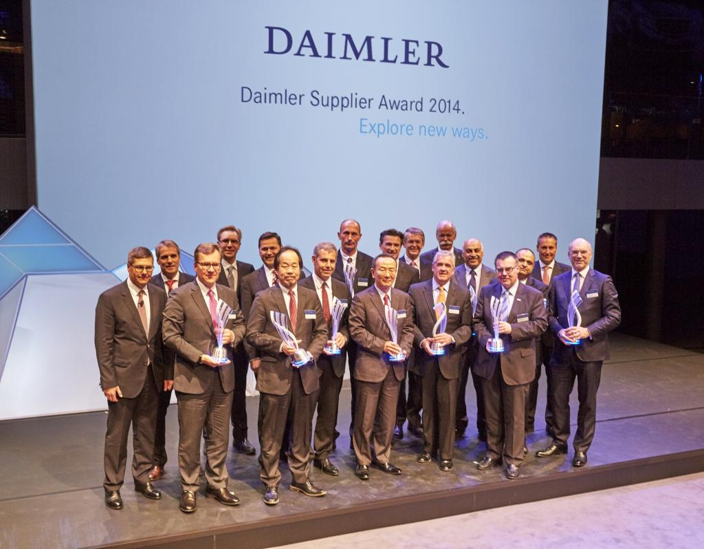 (left to right) Wendelin Wolbert, Head of International Procurement Services, Daimler AG; Wilfried Porth, Member of the Board of Management of Daimler AG, Human Resources and Director of Labor Relations & Mercedes-Benz Vans; Marcus Baur, Generaldirektor Bocar S.A. de C.V.; Prof. Dr. Ralf Herrtwich, Head of GR & AE Driver Assistance and Chassis Systems, Daimler AG; Dr. Marcus Schoenenberg, Head of Global Procurement Trucks and Buses, Daimler AG; Nobuyuki Tabuchi, Geschäftsführer [...]