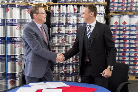 From left to right: Kim Junge Andersen (Group Executive Vice President and CFO) and Johann Geldenhuis (TCMC's General Manager) shaking hands after the deal was signed.