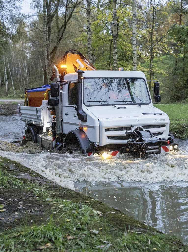 Virtually unstoppable: the Unimog U 5023 has a fording capability of up to 1.2 m.