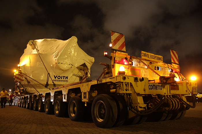 Start of the exceptional load in the harbour of Leixoes, Portugal on May 13th at 12am.