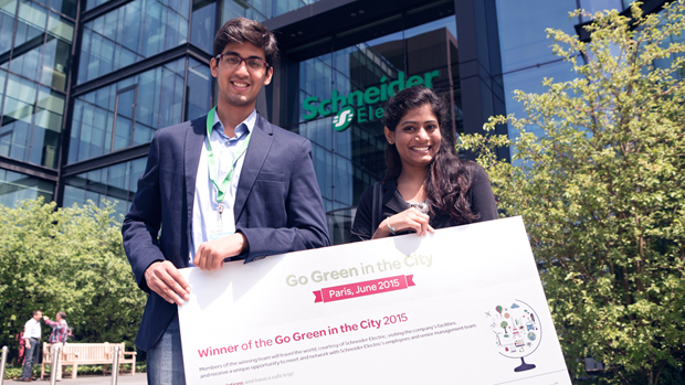 Mohamad Meraj Shaikh and Spoorthy Kotla, from the Indian Institute of Technology Kharagpur, winners of Go Green in the City 2015