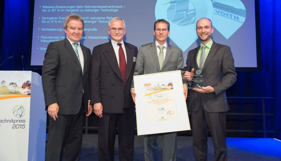 From left: Franz Untersteller (Environment Minister of Baden-Wuerttemberg) with Frank Opletal (CTO, Voith), Marc Erkelenz (R&D, Voith) and Jochen Honold (Global Productmanager, Voith)