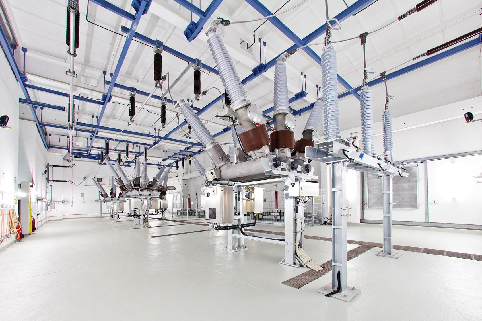 Alstom successfully installs five HYpact compact switchgear modules for Netz Leipzig GmbH at the LzK substation in Leipzig
