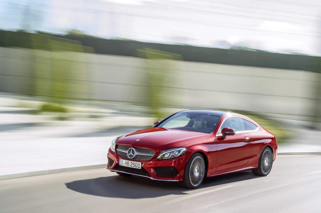 Mercedes-Benz C-Klasse Coupé C 250 d 4MATIC, hyacinthrot, Leder Porzellan/schwarz  Mercedes-Benz C-Class Coupé C 250 d 4MATIC, hyacinth red, leather porcellain/black