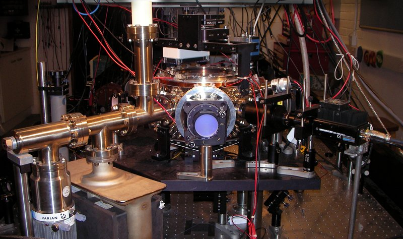 An end-on view of the vacuum chamber Laser cooling technique