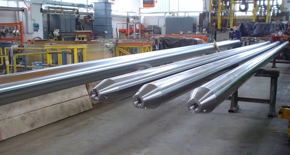 Picture caption 1: When used for mandrel bars, Thermodur® 2342 special long steel from Deutsche Edelstahlwerke makes production of the seamless tubes used in oil and gas exploration and extraction safe and reliable.