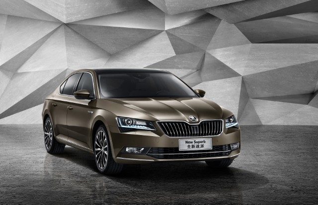 ŠKODA: 88,500 vehicles delivered to customers worldwide in October 2015; down 2.7% YoY