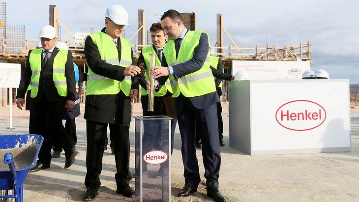 Der georgische Premierminister Irakli Garibashvili besucht neuen Henkel-Standort in Tiflis, Georgien