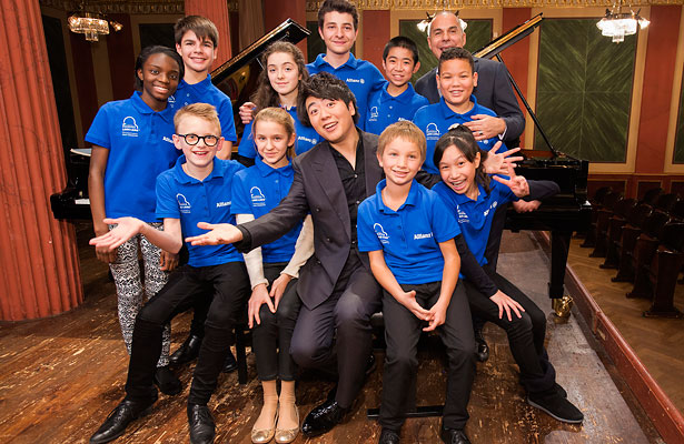 Talented pianists: Lang Lang and Leszek Lukas Barwinski of the Lang Lang International Music Foundation with the participants of this year's Allianz Junior Music Camp.