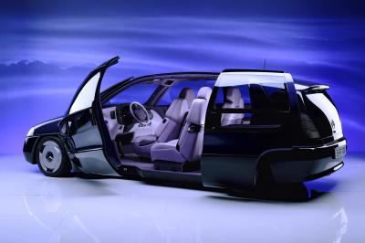 Open to change: the Mercedes-Benz F 100 research vehicle demonstrated many new safety solutions as well as innovative concepts of space and ergonomics.