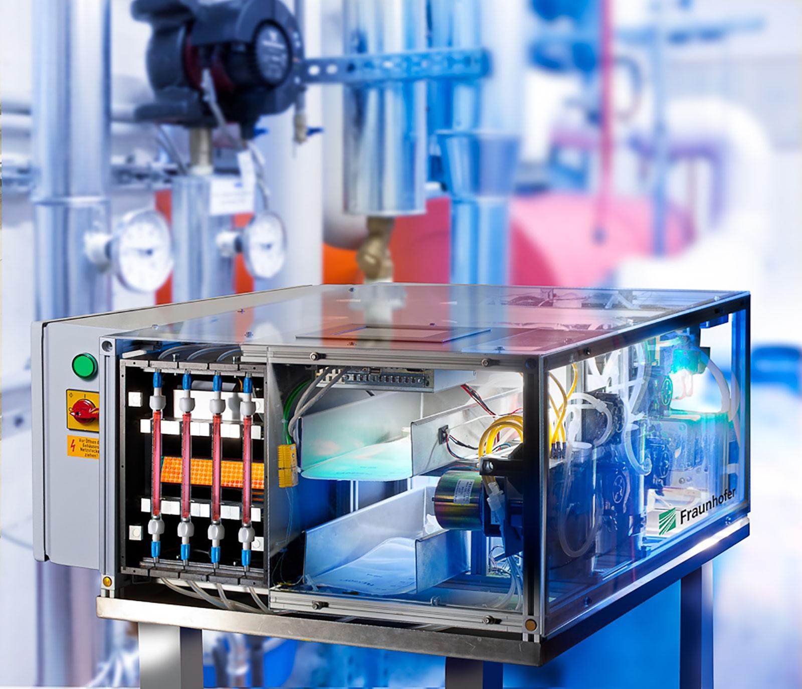 © Foto Fraunhofer IOSB Online-Überwachung von Trinkwasserleitungen: Der biologische Breitbandsensor AquaBioTox reagiert unmittelbar auf Gefahrstoffe im Wasser.