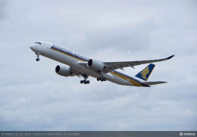 Singapore Airlines first A350-900 takes to the sky (©) Airbus
