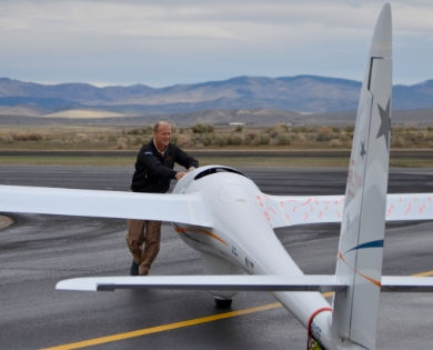 Airbus Group CEO Tom Enders worked alongside the Perlan 2 glider team in the programme's home hangar in Minden, Nevada.