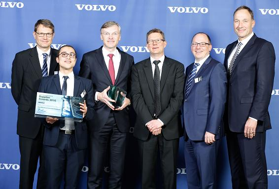 "Die Volvo Group hat MAHLE den Supplier Award 2016 in der Kategorie ""Innovation und Kraftstoffeffizienz"" verliehen"