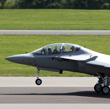 Finmeccanica receives order for a further nine Aermacchi M-346 advanced training aircraft for the Italian Air Force