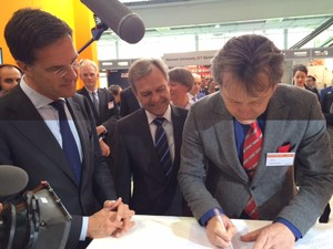 Dutch National Institute for Subatomic Physics (Nikhef) and German Albert-Einstein Institute to strengthen scientific and technological cooperation in the area of gravitational wave research