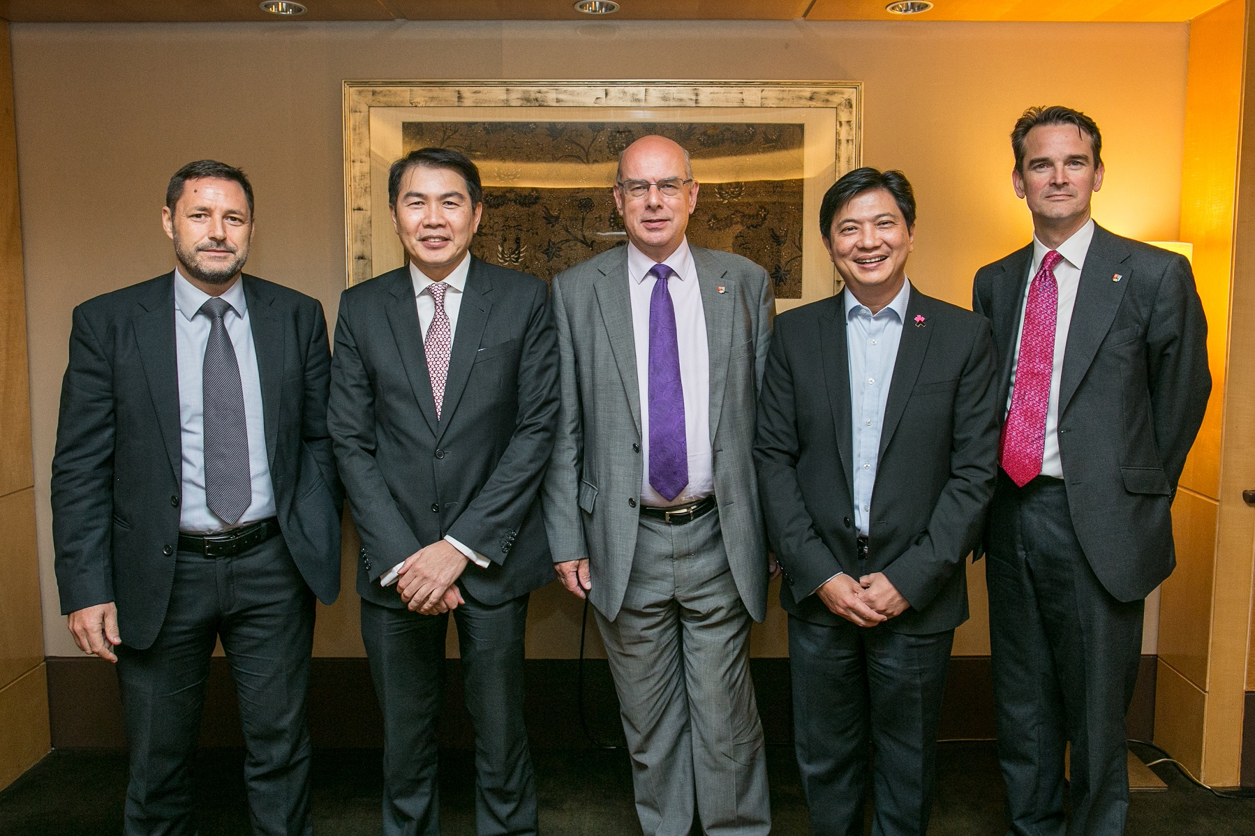 Sir David, centre, is pictured above with, from left, British Council Singapore Director Roland Davies, Singapore Advisory Group Chair Lim Ming Yan, Executive Chairman of PwC Singapore Oon J Yeoh and Pro-Vice-Chancellor for International Robin Mason.
