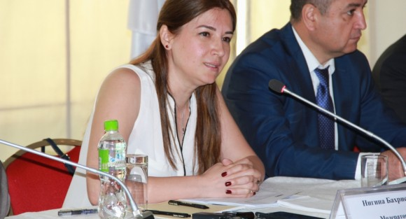 Nigina Bakhrieva of the Nota Bene NGO and one of the moderators, speaking at an annual human rights meeting in Tajikistan, Dushanbe, 30 May 2016. (OSCE/Munira Shoinbekova)
