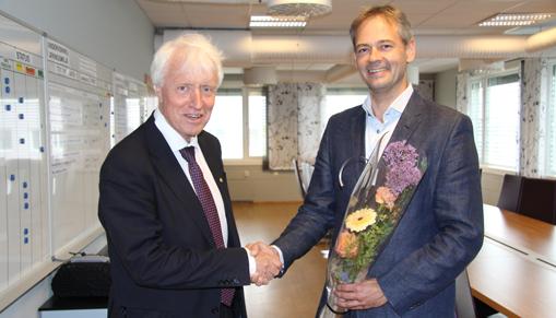 NTNU Dean Ingvald Strømmen Hydro's Head of Technology Hans Erik Vatne signed the agreement today. Photo: Jon Are Nilsen/NTNU