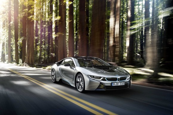The plug-in hybrid drive system powering the BMW i8 triumphs in its class at the International Engine of the Year Awards
