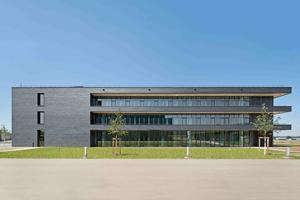Natur 2.0: Freiburger Zentrum für interaktive Werkstoffe und bioinspirierte Technologien bietet Raum für 140 Wissenschaftler unterschiedlicher Disziplinen