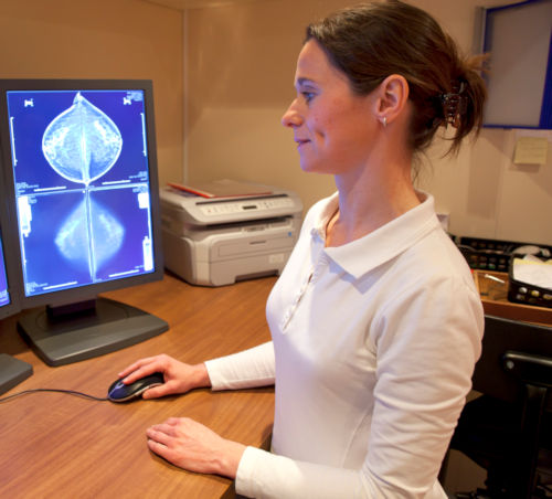 Radiology technician examens mammography test