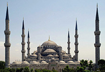 Sultan Ahmed mosque in Istanbul Bild: von Dersaadet (Eigenes Werk) [CC BY-SA 3.0 (http://creativecommons.org/licenses/by-sa/3.0) oder GFDL (http://www.gnu.org/copyleft/fdl.html)], via Wikimedia Commons