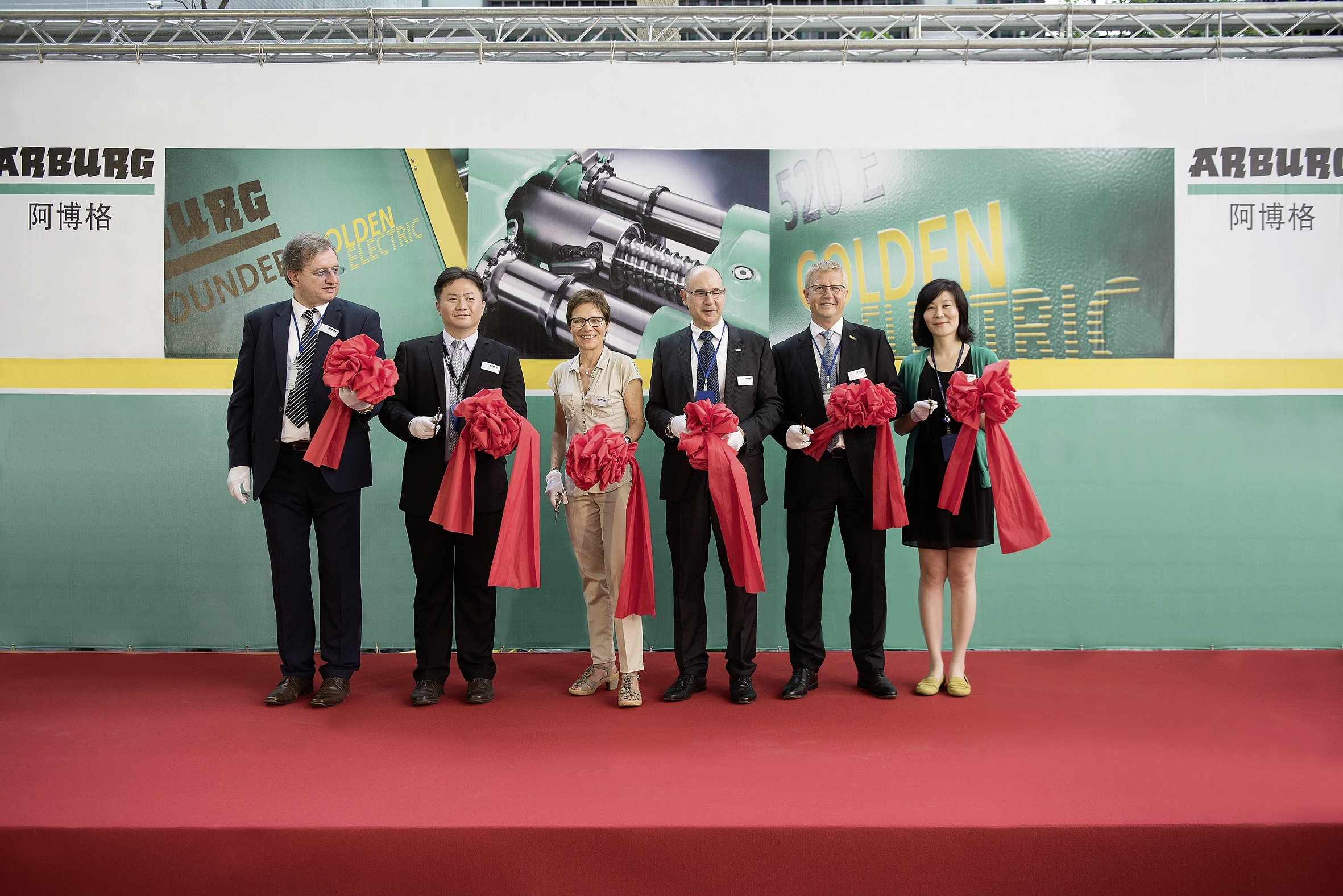 Inauguration ceremony for the Arburg subsidiary in Taiwan: Renate Keinath (3rd from left), Managing Partner, Michael Huang (2nd from left), Managing Director of the Arburg subsidiary in Taiwan, Gerhard Böhm (2nd from right), Managing Director Sales, Andrea Carta (3rd from right), Overseas Sales Director, Georg Anzer (left), Georg Anzer (left), Human Resource Management Director, and Hazel Liu (right), Senior Finance Manager in Taiwan. Photo: ARBURG - Traveler H.
